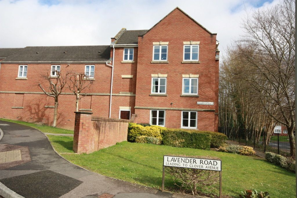 2 bed flat to rent in Lavender Road, Exwick, Exeter 1