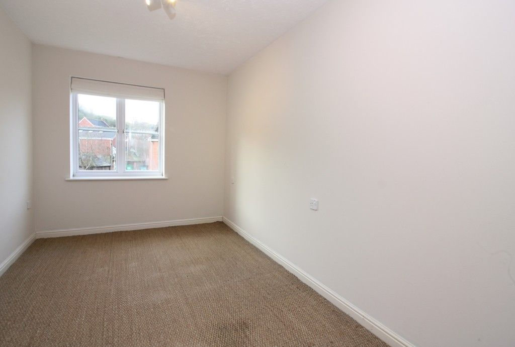 2 bed flat to rent in Lavender Road, Exwick, Exeter 3