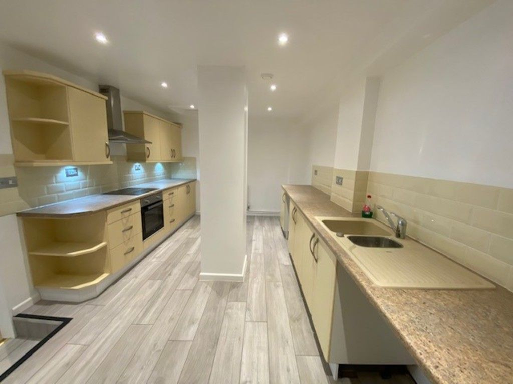 2 bed flat to rent in Upper Longlands, Dawlish   - Property Image 1