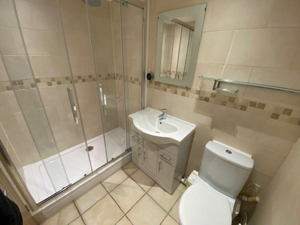 2 bed flat to rent in Upper Longlands, Dawlish   - Property Image 3