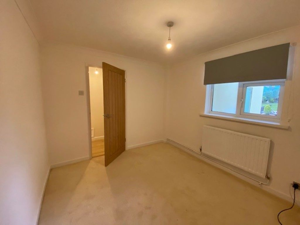 2 bed flat to rent in Upper Longlands, Dawlish  4