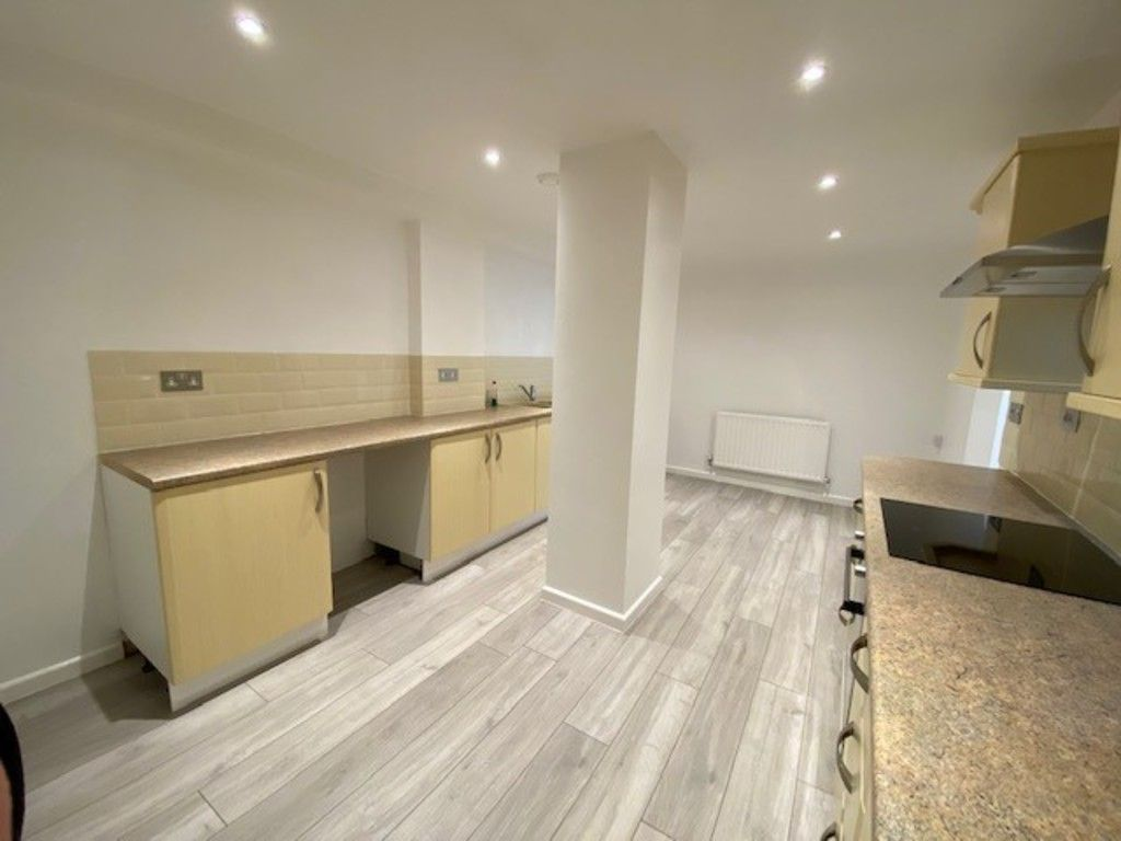 2 bed flat to rent in Upper Longlands, Dawlish  5