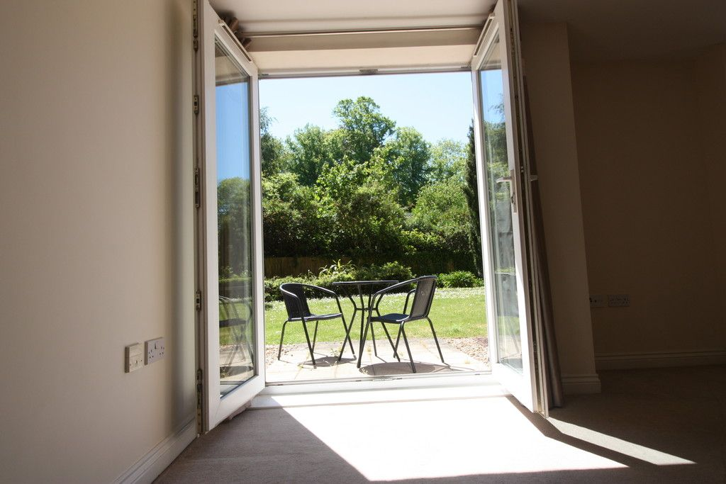 1 bed flat for sale in Augustus House, New North Road  - Property Image 8