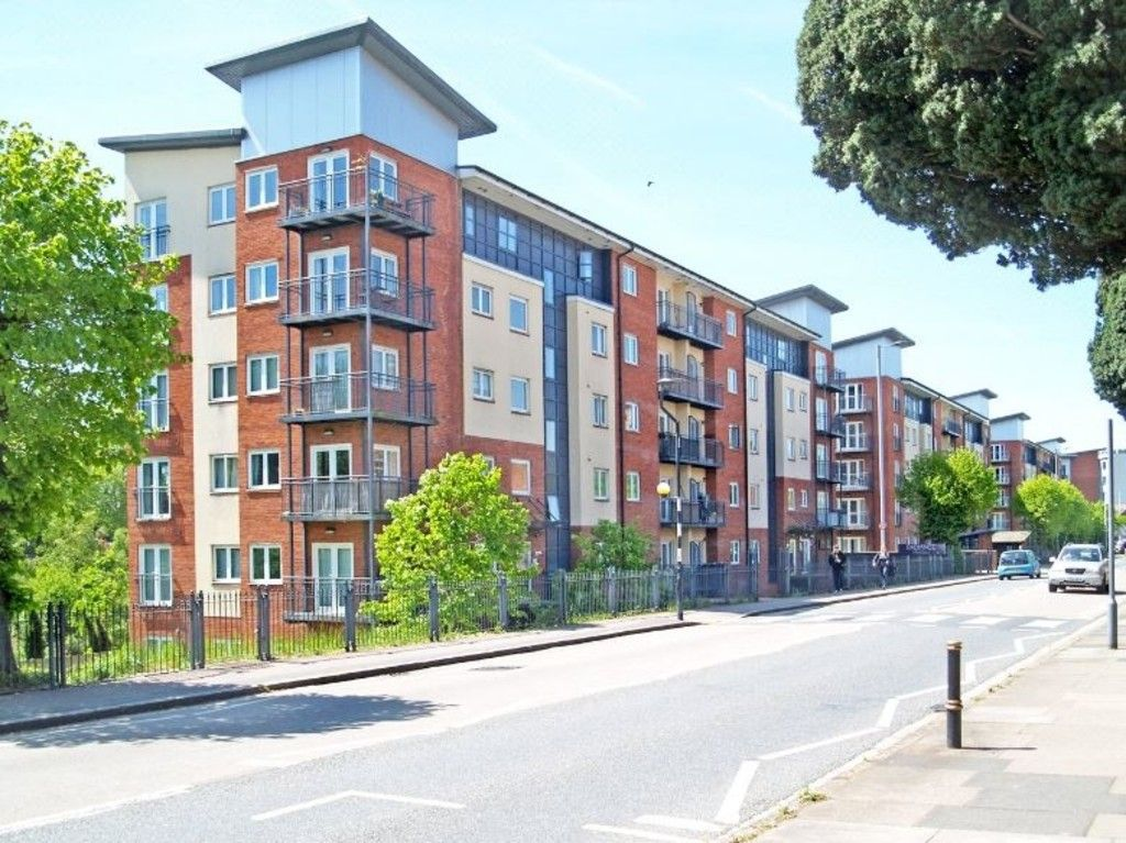 1 bed flat for sale in Augustus House, New North Road 9