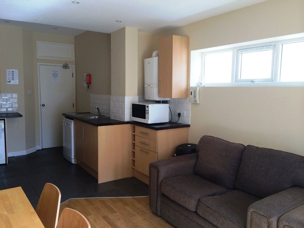 5 bed house to rent in Victoria Street, Exeter 3