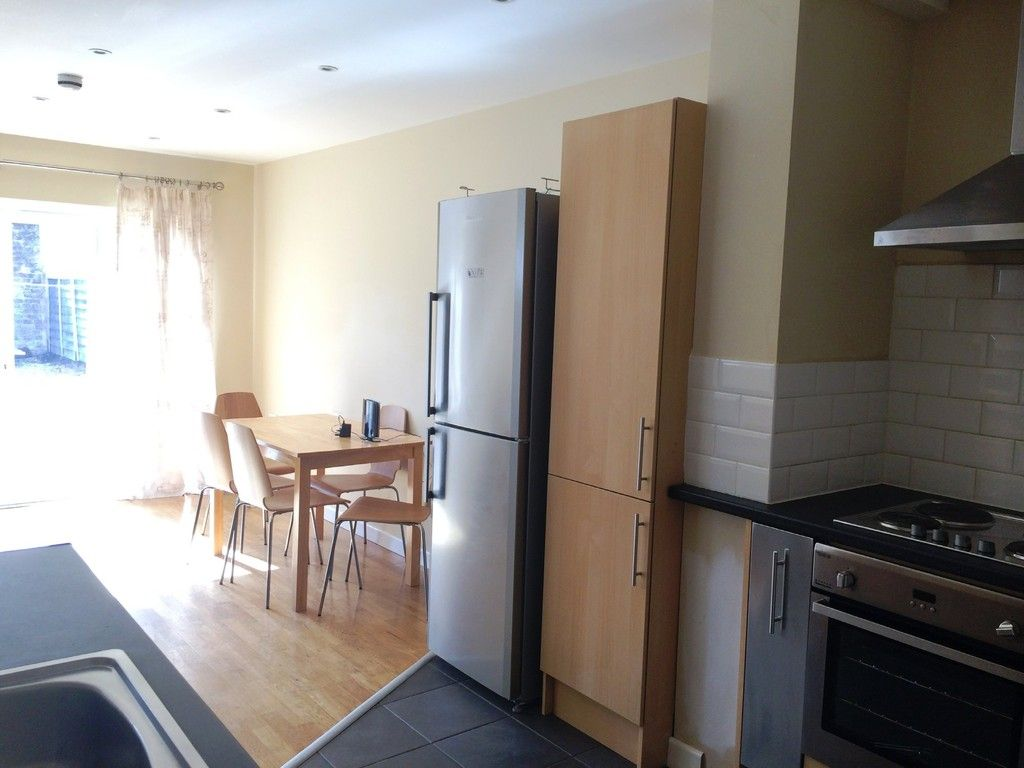 5 bed house to rent in Victoria Street, Exeter 4