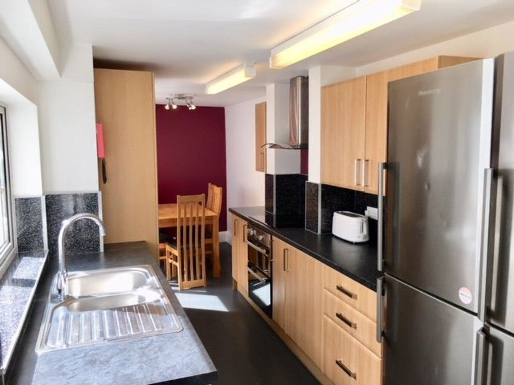 5 bed house to rent in Longbrook Street, Exeter 1