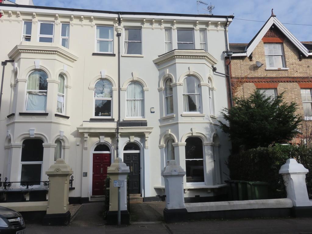 to rent in Powderham Crescent  2