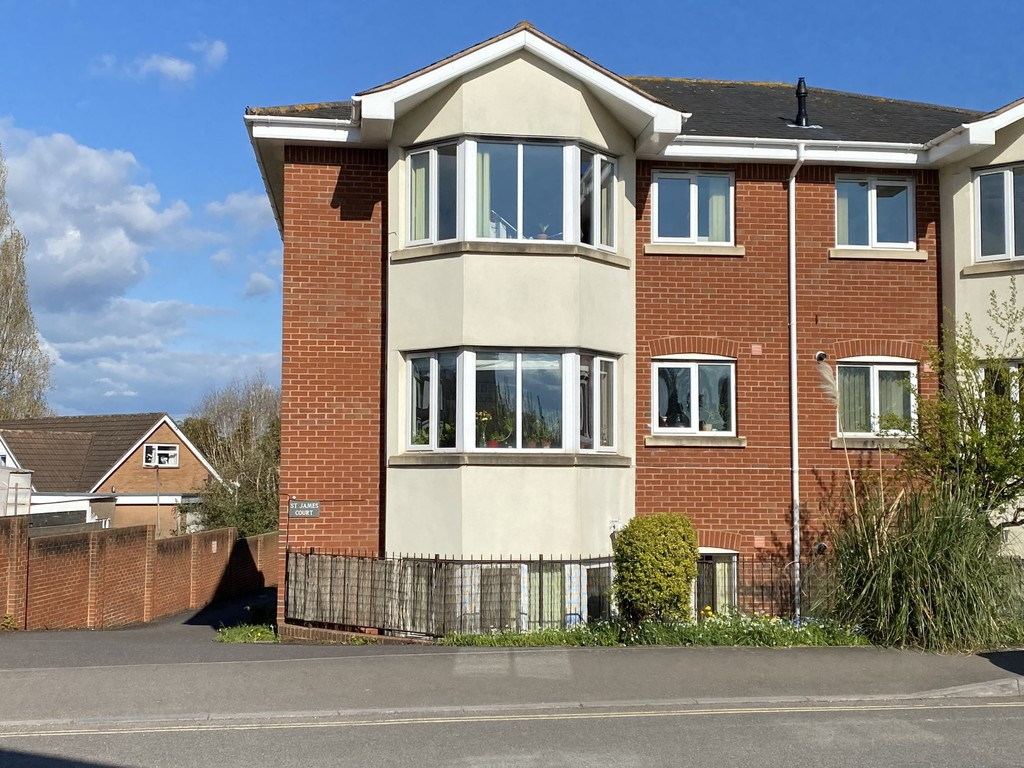 2 bed flat to rent in St James Court, Mount Pleasant 1