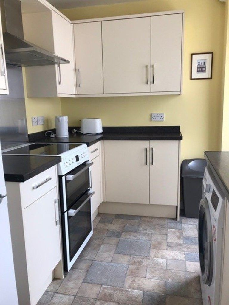 2 bed house to rent in Clifton Street, 2