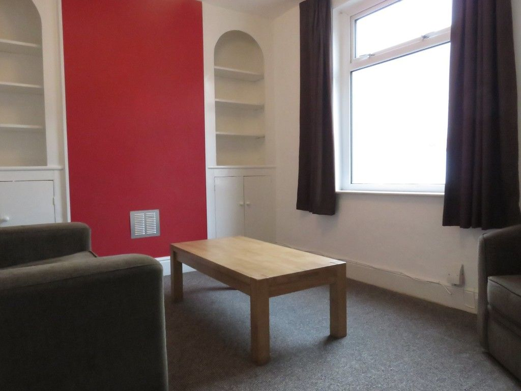 2 bed house to rent in Clifton Street, 3