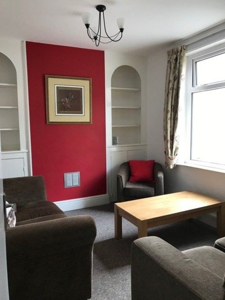 2 bed house to rent in Clifton Street, 4
