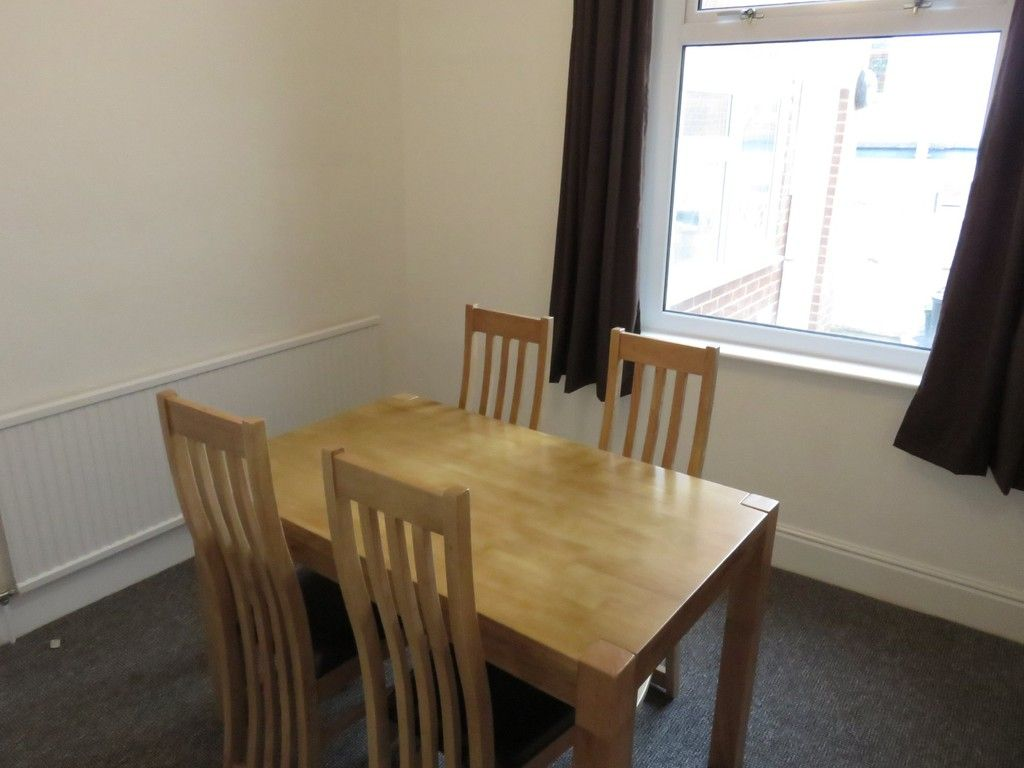 2 bed house to rent in Clifton Street, 5