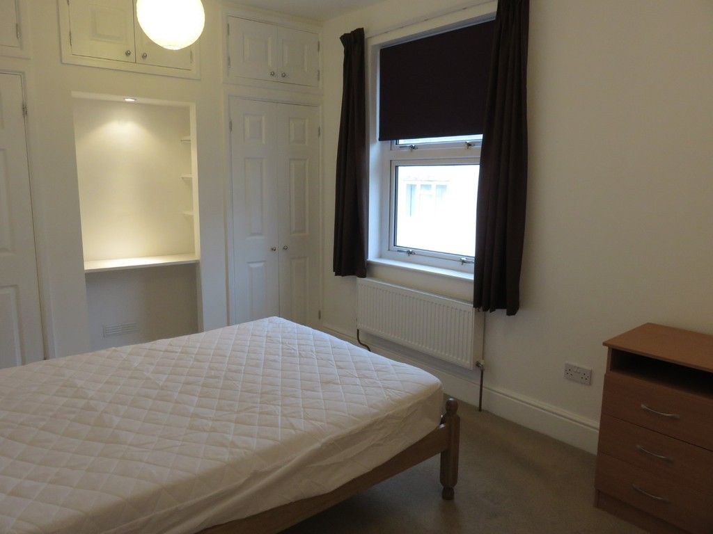 2 bed house to rent in Clifton Street, 6