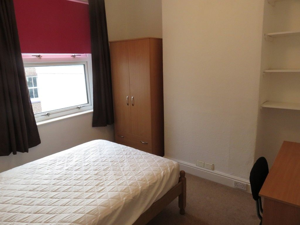 2 bed house to rent in Clifton Street, 7