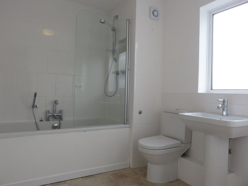 2 bed house to rent in Clifton Street, 8