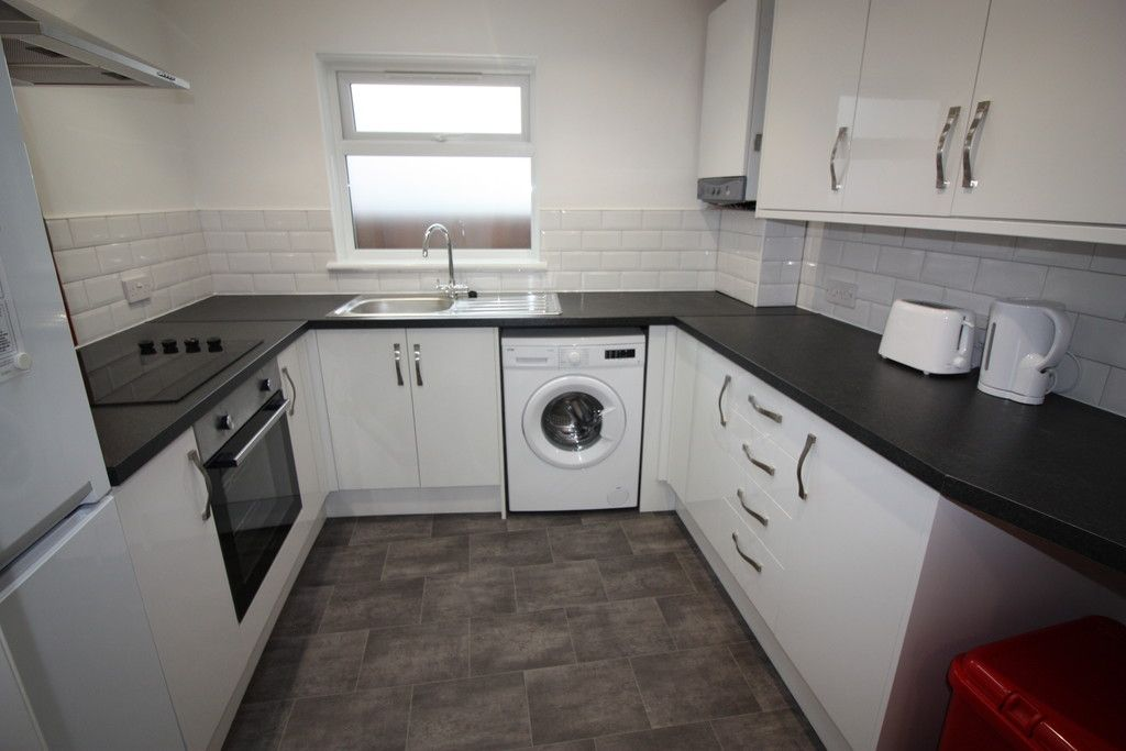 2 bed house to rent in New Buildings , Well Street 1