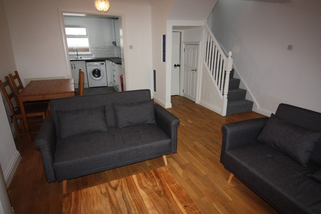2 bed house to rent in New Buildings , Well Street 2