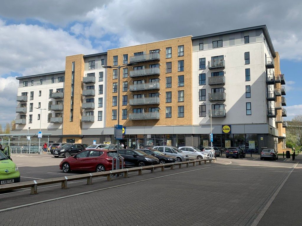 2 bed flat to rent in Clydesdale Way, Belvedere, DA17 1