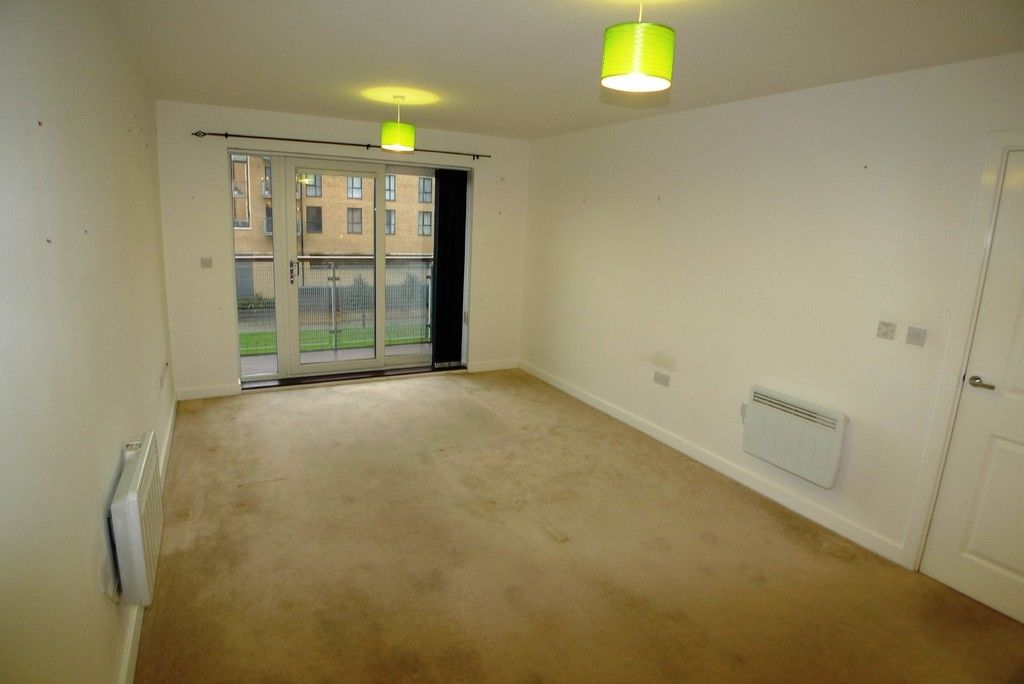 2 bed flat to rent in Clydesdale Way, Belvedere, DA17 2