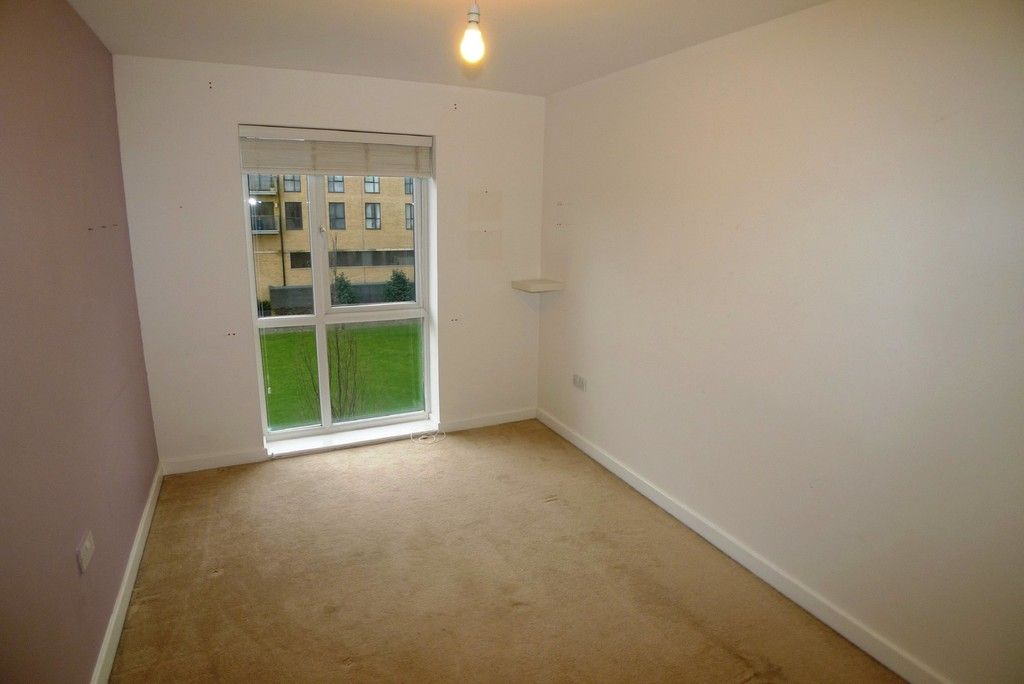2 bed flat to rent in Clydesdale Way, Belvedere, DA17 12