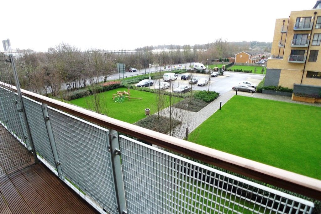2 bed flat to rent in Clydesdale Way, Belvedere, DA17 14