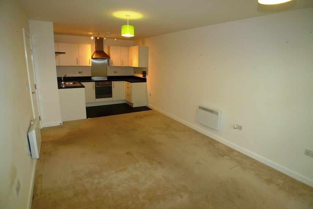 2 bed flat to rent in Clydesdale Way, Belvedere, DA17 3