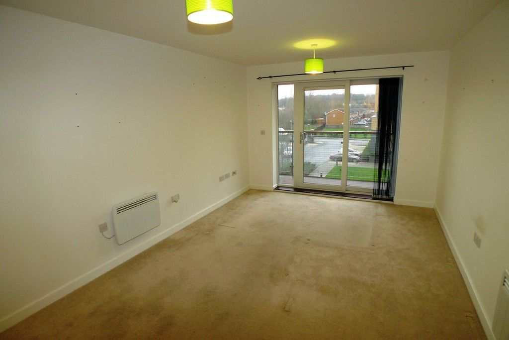 2 bed flat to rent in Clydesdale Way, Belvedere, DA17 4