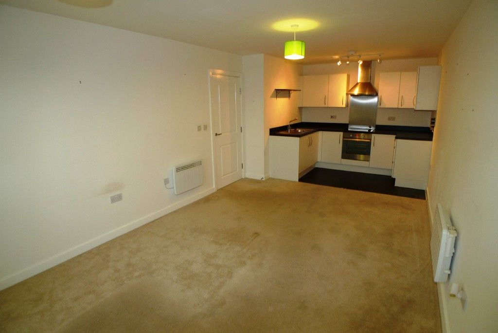 2 bed flat to rent in Clydesdale Way, Belvedere, DA17 5
