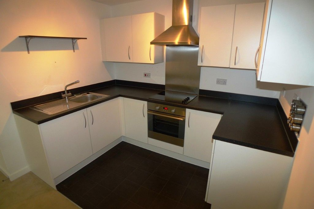 2 bed flat to rent in Clydesdale Way, Belvedere, DA17 6