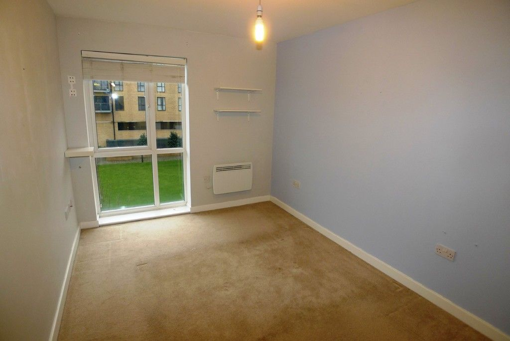 2 bed flat to rent in Clydesdale Way, Belvedere, DA17 7