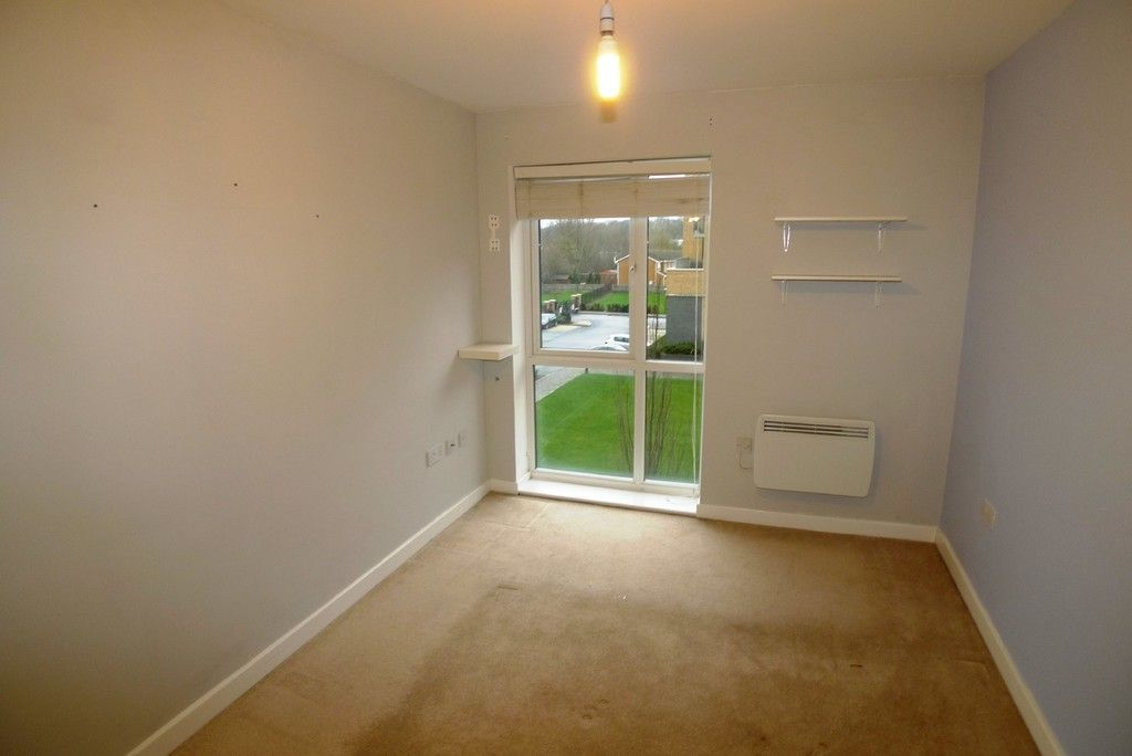 2 bed flat to rent in Clydesdale Way, Belvedere, DA17 8