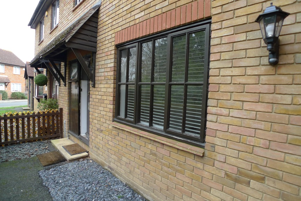 3 bed house to rent in Larch Grove, The Hollies, DA15 13
