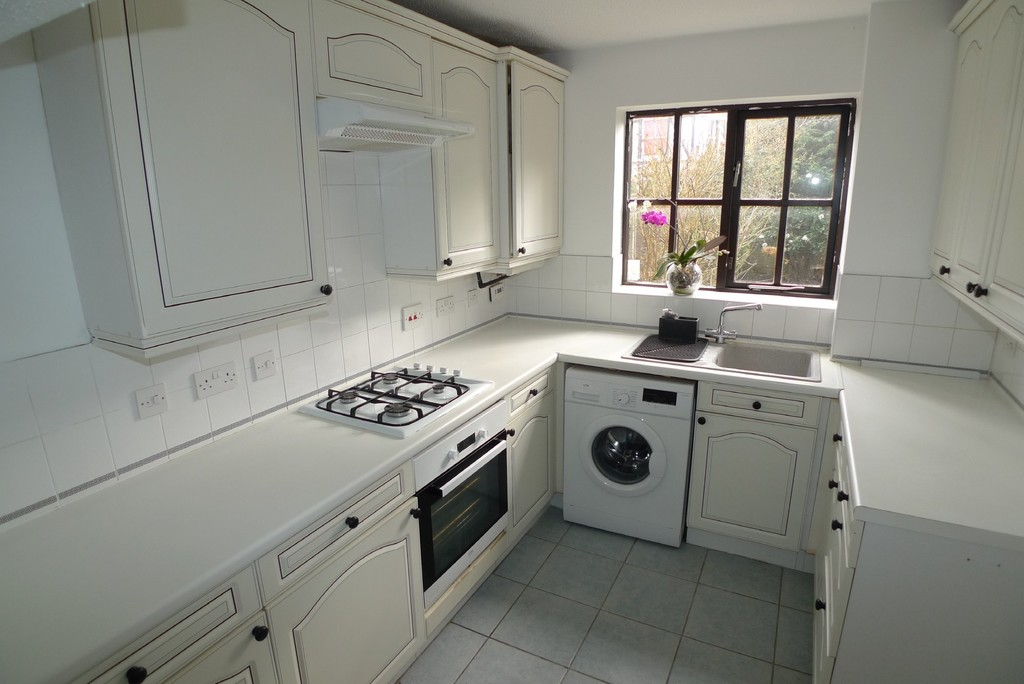 3 bed house to rent in Larch Grove, The Hollies, DA15 3