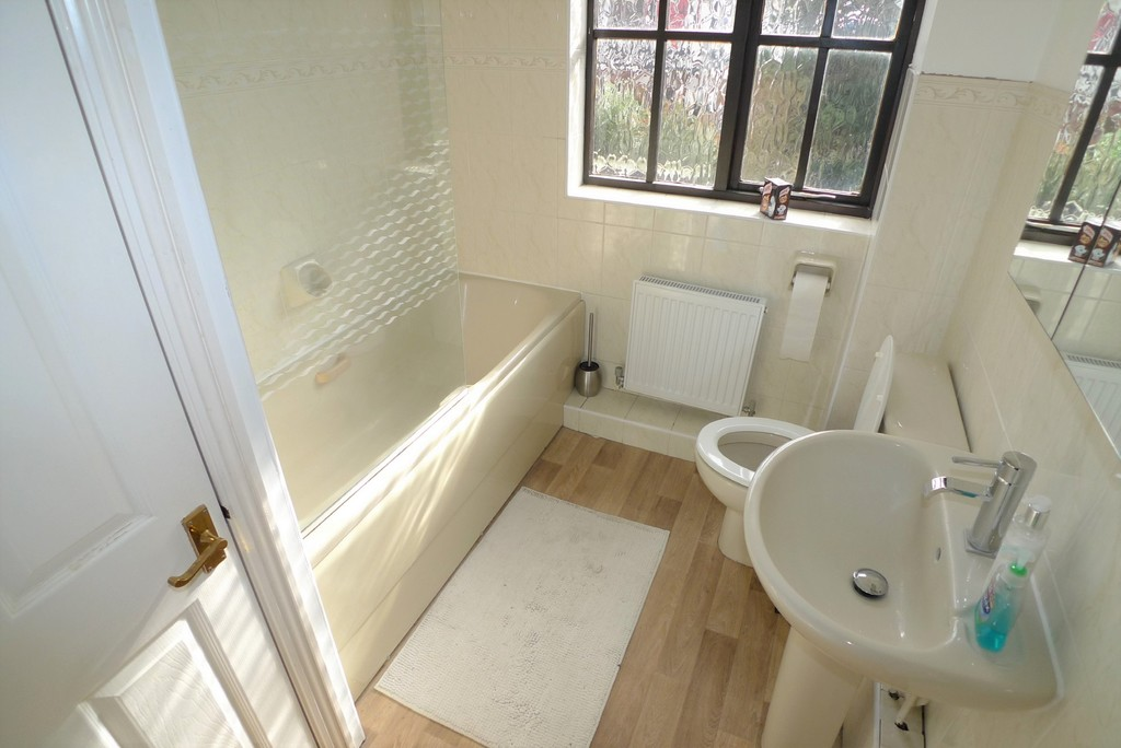 3 bed house to rent in Larch Grove, The Hollies, DA15 5