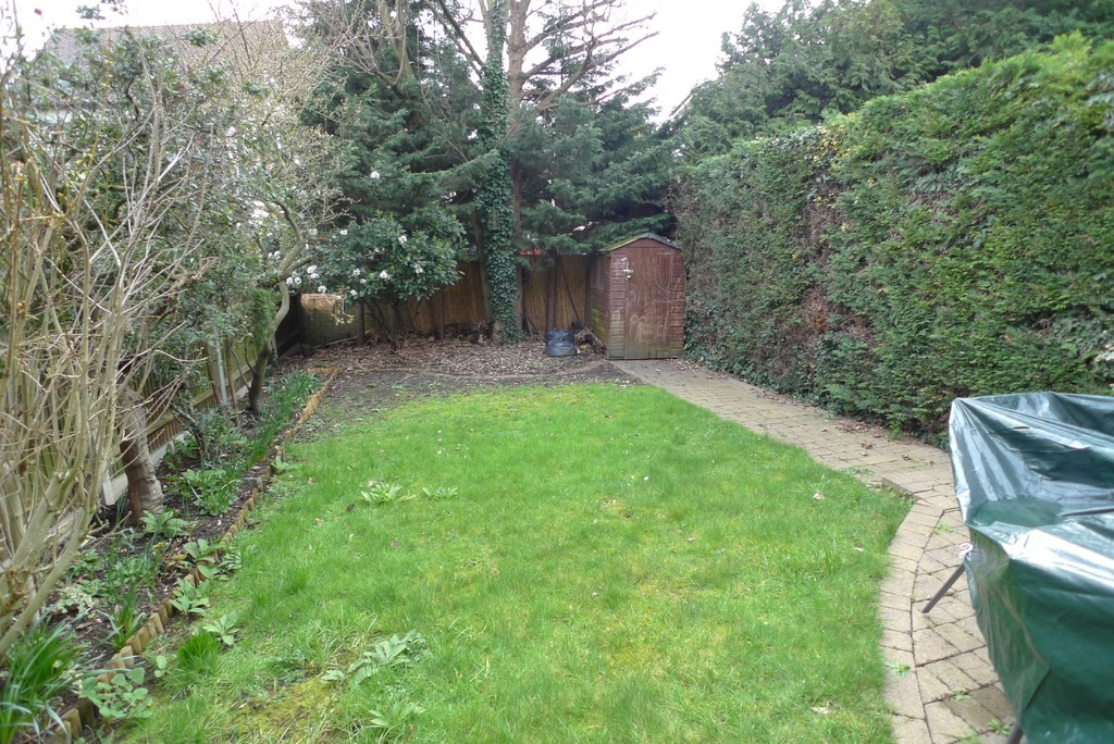 3 bed house to rent in Larch Grove, The Hollies, DA15 6