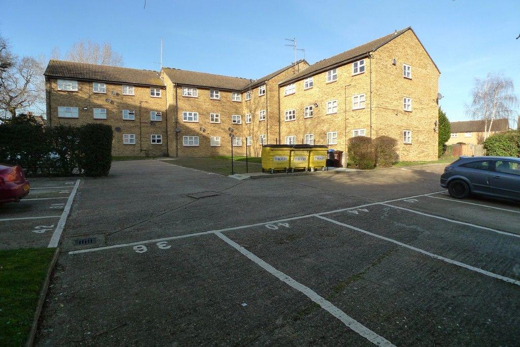 1 bed flat to rent in Parish Gate Drive, Sidcup, DA15 7