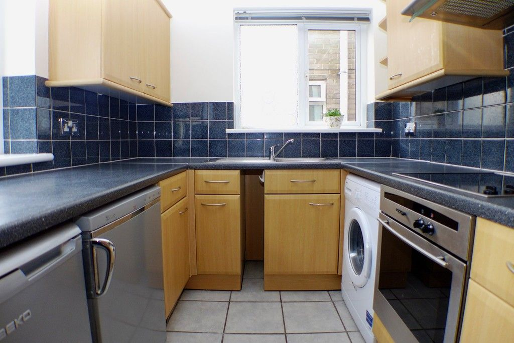 2 bed flat to rent in Studley Court, Sidcup, DA14 4