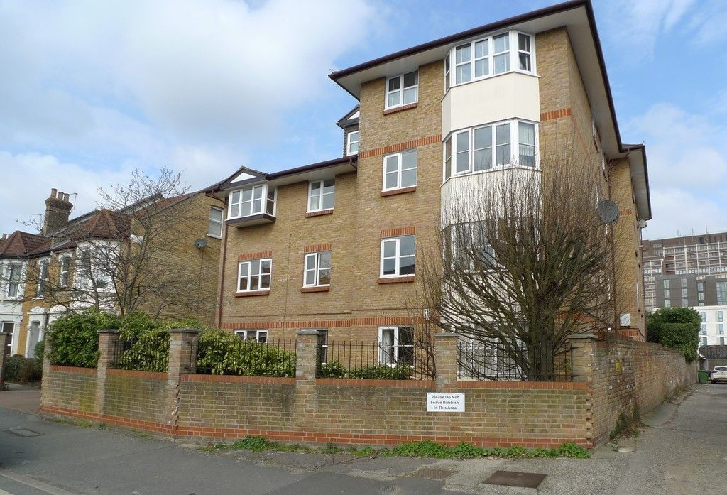 1 bed flat to rent in Manor Road, Sidcup, DA15 1