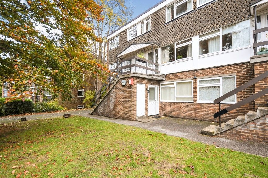 2 bed flat to rent in Lubbock Road, Chislehurst, BR7, BR7