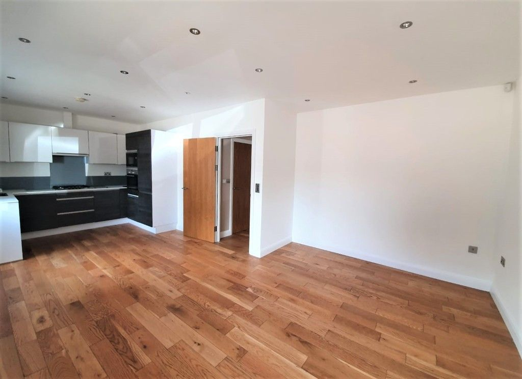 2 bed flat to rent in Wickham Street, Welling, DA16 2