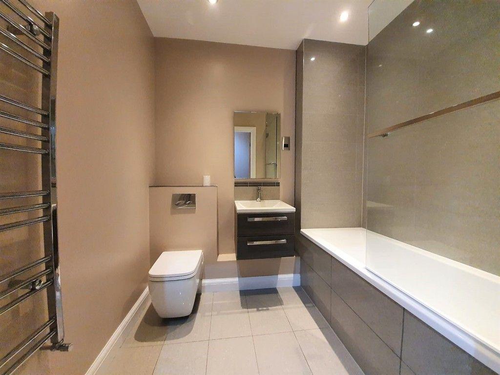 2 bed flat to rent in Wickham Street, Welling, DA16 9