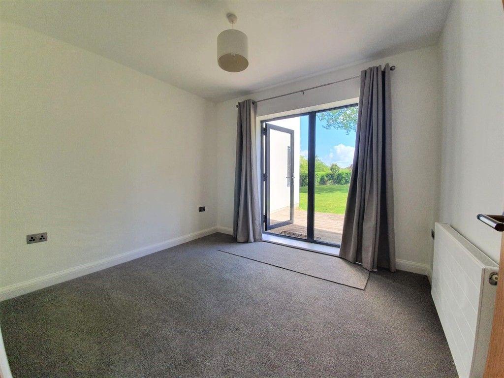 2 bed flat to rent in Wickham Street, Welling, DA16 10