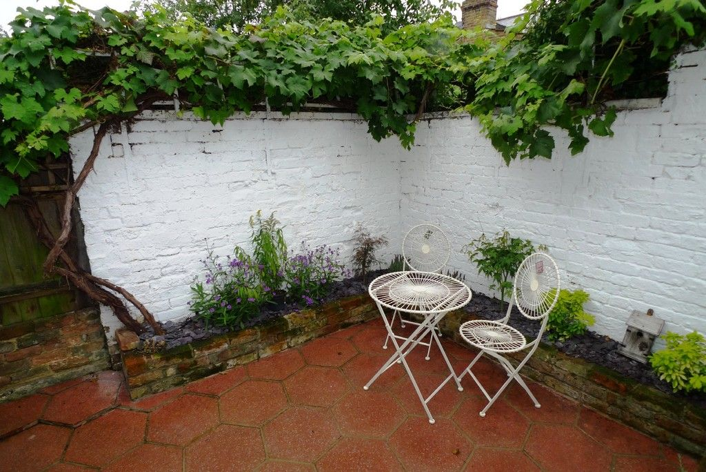 2 bed house to rent in Park Road, Chislehurst, BR7 6