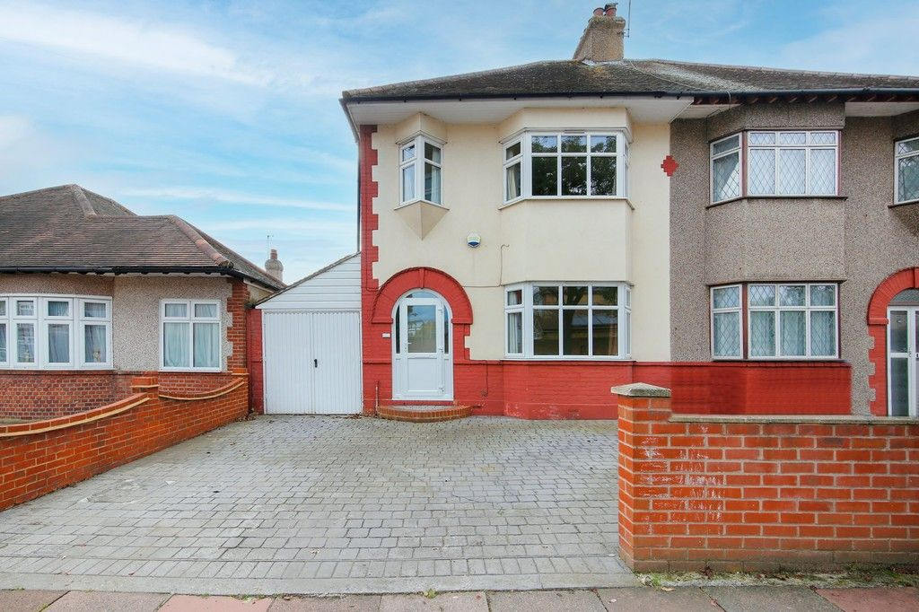3 bed house for sale in Old Farm Avenue, Sidcup, DA15 - Property Image 1