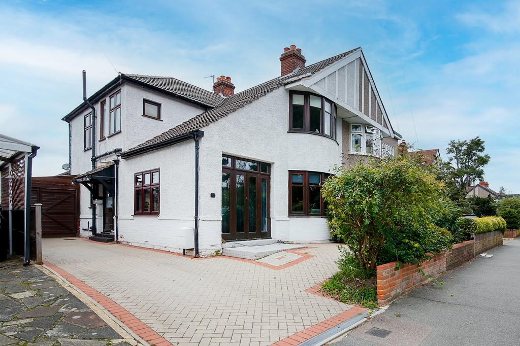 3 bed house for sale in Burnt Oak Lane, Sidcup, DA15  - Property Image 1