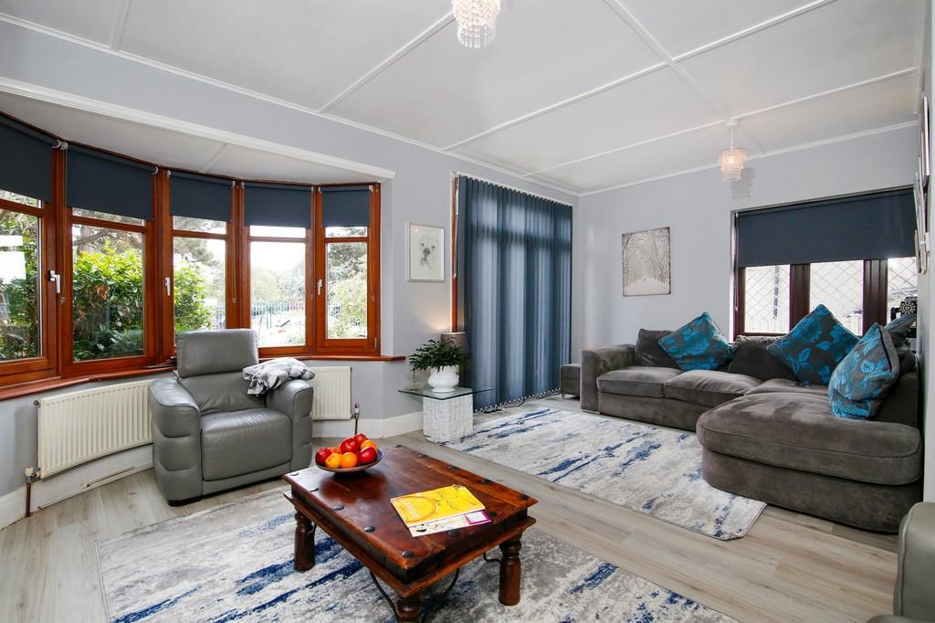 3 bed house for sale in Burnt Oak Lane, Sidcup, DA15  - Property Image 2
