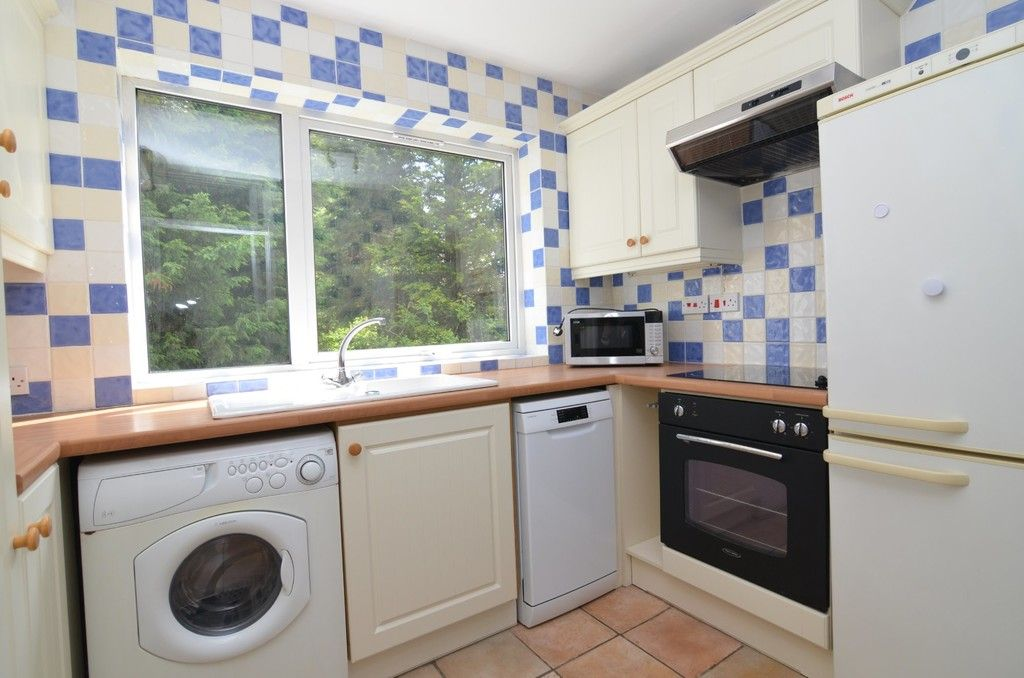 2 bed flat for sale in Manor Park Road, Chislehurst, BR7  - Property Image 3