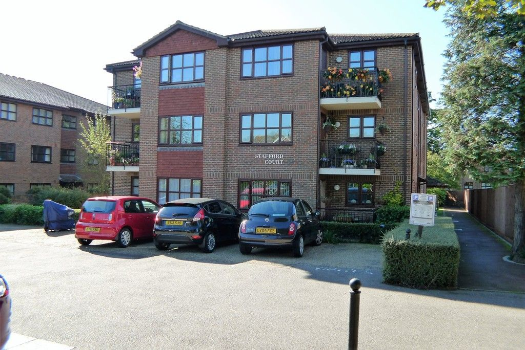 2 bed flat to rent in Parkhill Road, Bexley, DA5 1