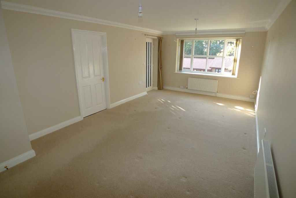 2 bed flat to rent in Parkhill Road, Bexley, DA5 2
